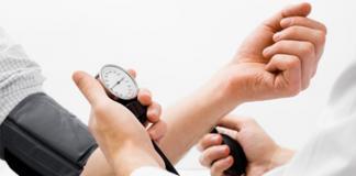 Bei Bluthochdruck zum Arzttermin