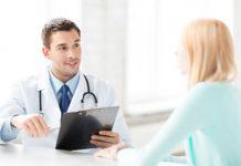 Patientin bei der Vorsorgeuntersuchung
