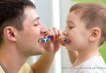 Wie lange muss man sich die Zähne putzen?